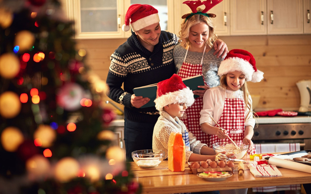 Christmas_Men_Winter_hat_Cook_Kitchen_Smile_554215_2560x1600.jpg